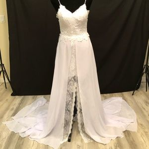 NEW Beautiful Beachy Wedding Dress Gown Size 4